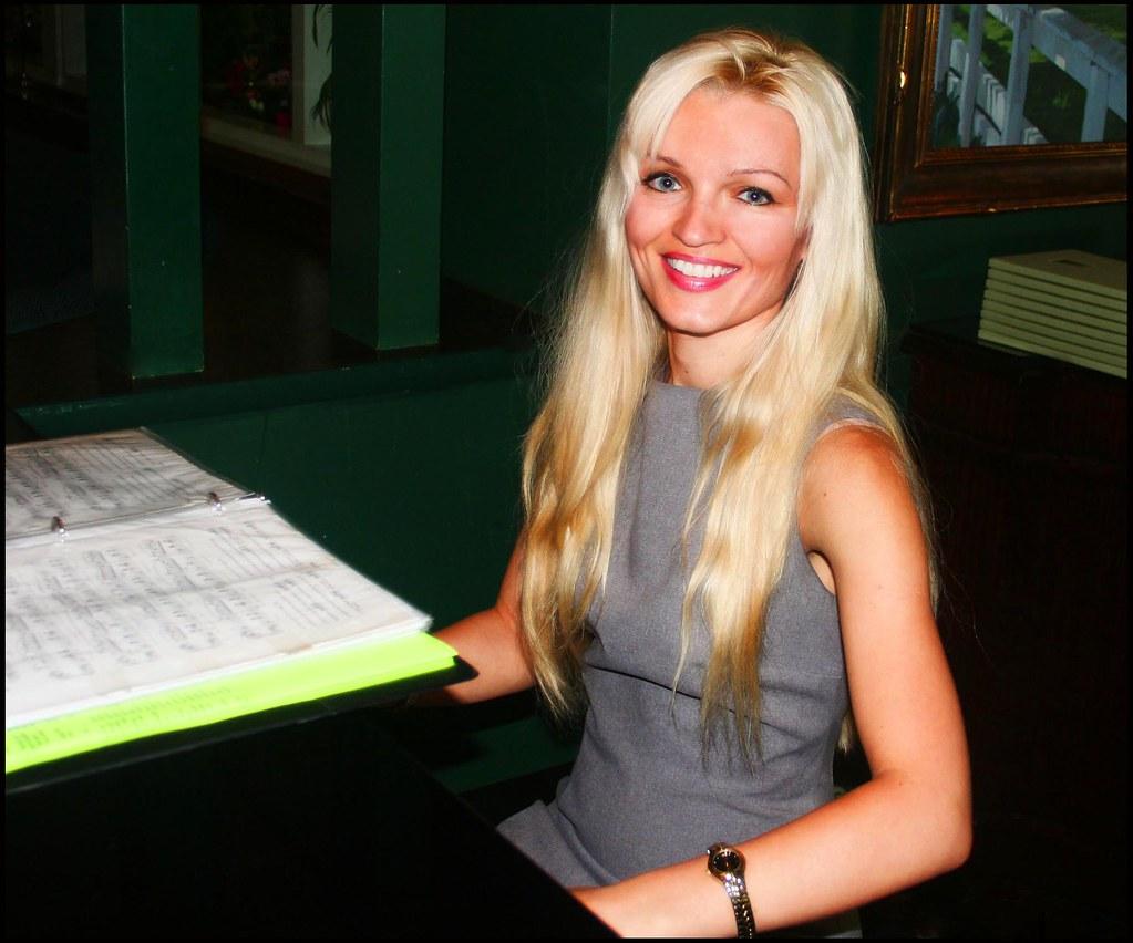 Oksana Kolesnikova Oksana Kolesnikova at the Polo Lounge Piano a photo on