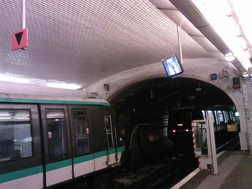 Paris - metro ligne 1 - Porte Maillot - nouvelle signalétique