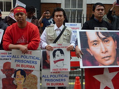 Aung San Suu Kyi Trial Daily Protest at Burma Embassy (20/5/2009)