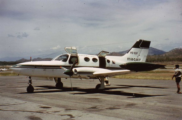 Cessna402 http://www.flickr.com/photos/leap1/3482049189
