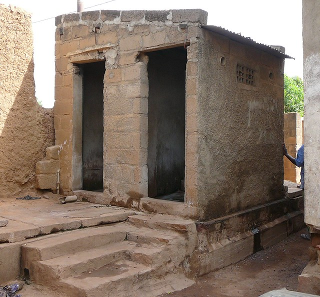 entrance to a former udd toilet l 39 entr e d 39 une ancienne. Black Bedroom Furniture Sets. Home Design Ideas