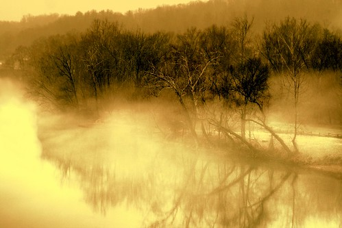morning mist misty reflections virginia sunrises blueridgemountains jamesriver lingers dlennis reflectionsinthemist