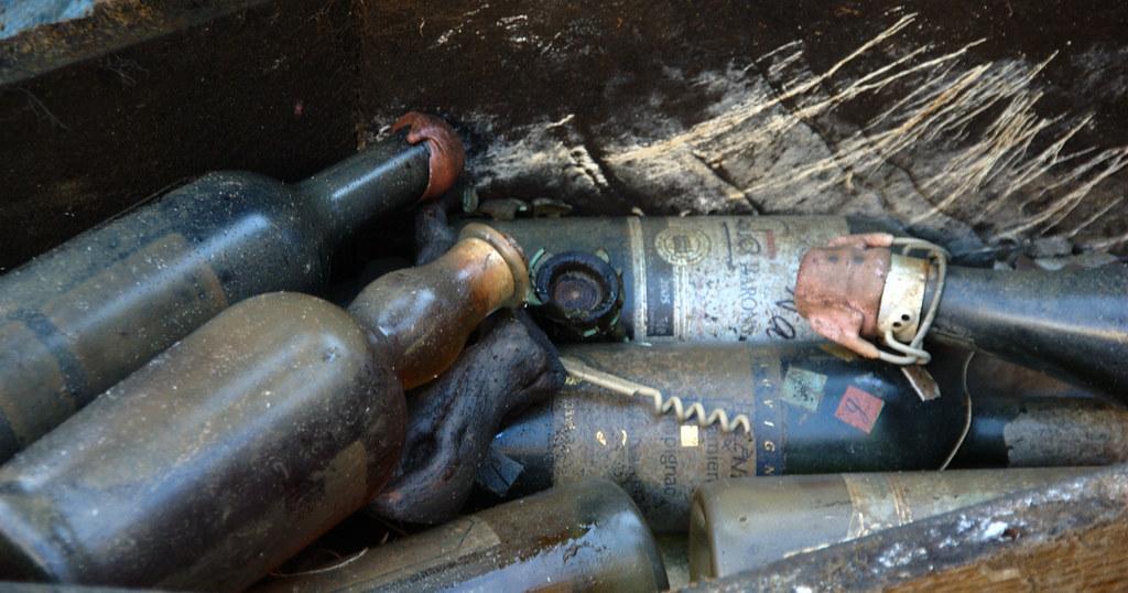 Entierro de botellas en despedida de soltero, Francia