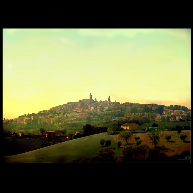 Paese mio che stai sulla collina... /My little town on the hill...