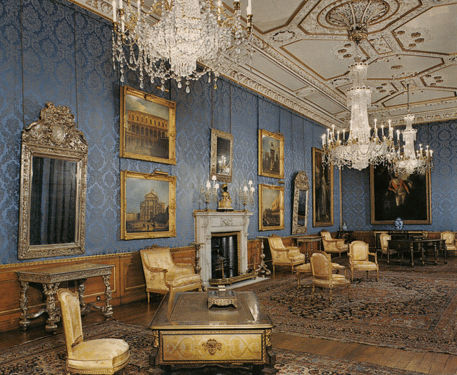 Photo Of The Queen Of England In Blue Room