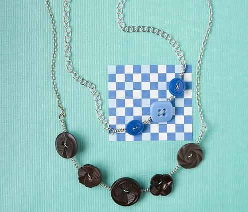 Button Curve Necklace