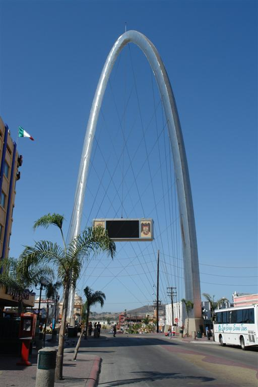 """Arco de la Avenida Revolución, símbolo de Tijuana. Visible desde los Estados Unidos de América tijuana - 3359489123 7221a4d95f o - Tijuana, La ciudad frontera con """"otro mundo"""""""