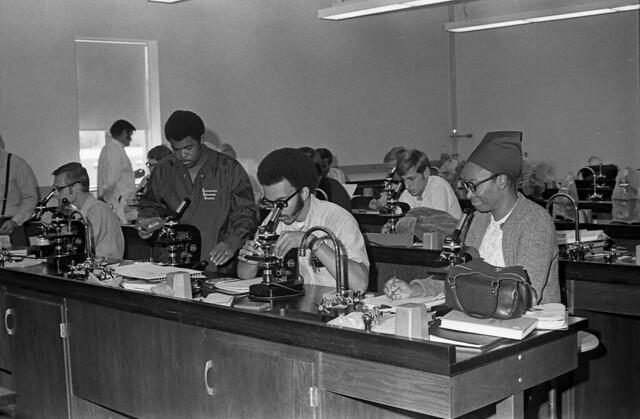 01_Biology Class_AH_1970