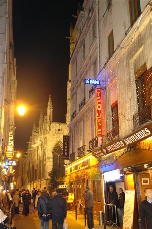 Una de las históricas y concurridas calles del Latin Quarter un paseo por el parisino latin quarter - 3331135714 d9c3edddba o - Un paseo por el parisino Latin Quarter