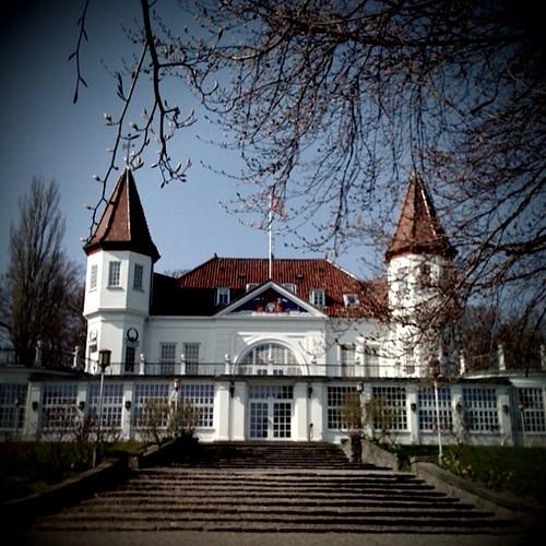 Varna palace verner panton for Vitra stuhl kopie