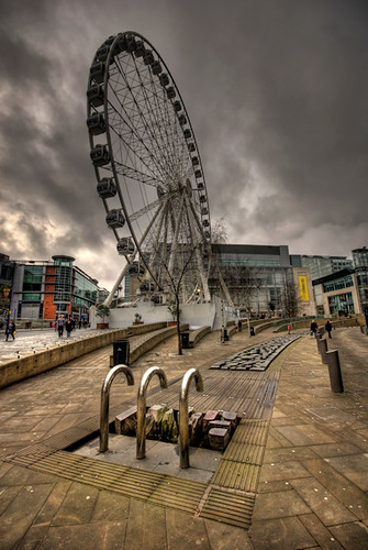 uk england distortion wheel manchester view wideangle ferriswheel citycentre hdr 1xp estherseijmonsbergen