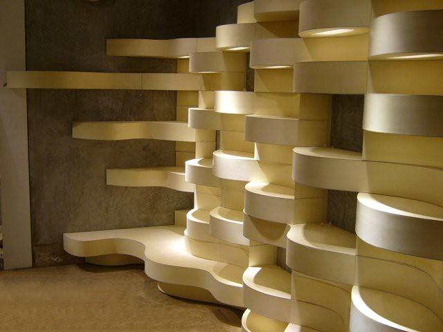 Unas tablas de tablero finlandés en una escultura de madera