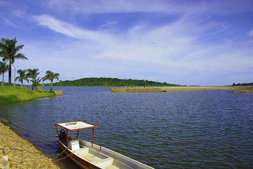 red water marina island boat pentax palmtrees lakevictoria jjp spekeresort k200d greenk200dflowersmaymonkeyspentaxjjpspekeresortuganda