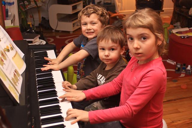 Ludo, Axel et Léa au piano I (Prise II)