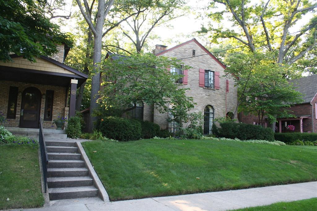 901 Giddings Ave., Grand Rapids, Michigan