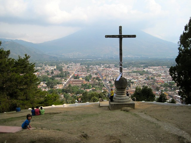 family-day-look-out-point-cerro-de-la-cruz-antigua-guatemala