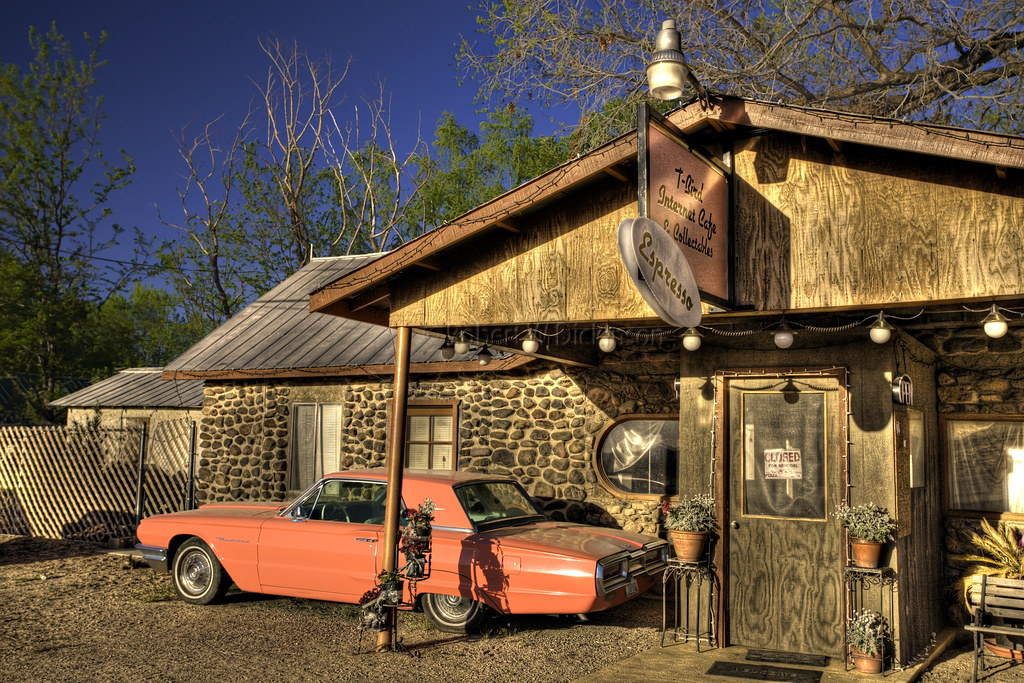 T-Bird Internet Cafe in Peeples Valley, AZ in HDR I