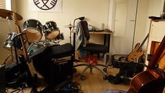 recording(0.0), percussion(1.0), room(1.0), music(1.0), studio(1.0), guitar(1.0), drums(1.0), drum(1.0), skin-head percussion instrument(1.0),