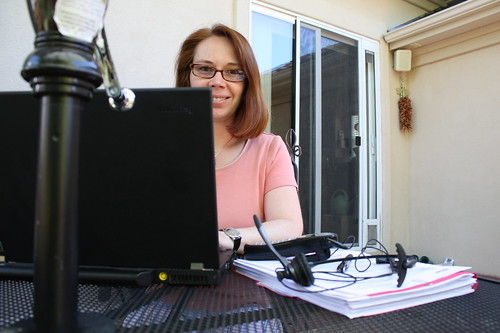 Virtual assistant works from home, aids online retailers