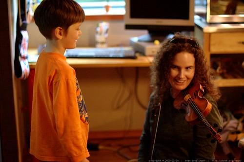 ellen plays violin too    MG 4134