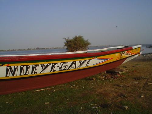 Barco senegales em Saint Louis no Senegal