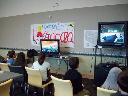 enfants jouent des vidéos game