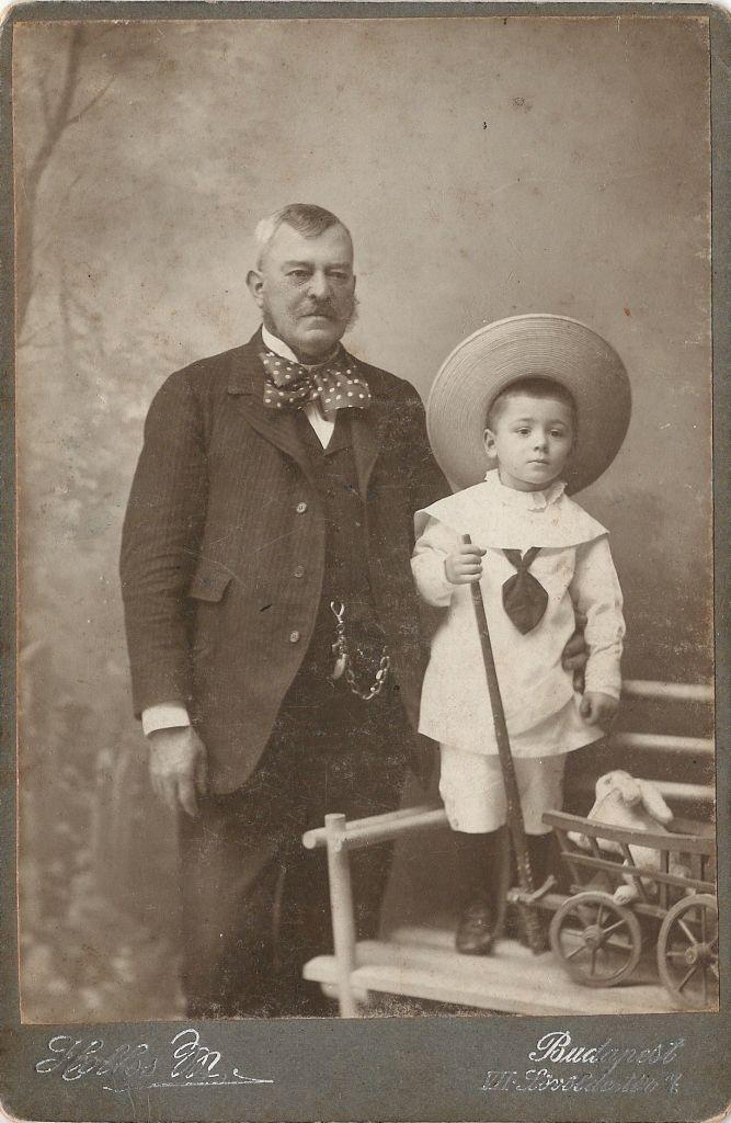 ismeretlen nagyapa és unokája - Hollós Mór Budapest