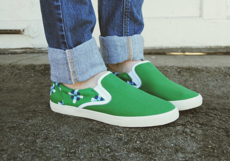 BucketfeetRicherPoorerShoes-HollisterRippedJeans