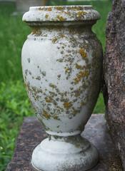 water feature(0.0), art(1.0), flowerpot(1.0), urn(1.0), vase(1.0), ceramic(1.0),