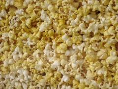 breakfast(0.0), produce(0.0), kettle corn(1.0), food(1.0), dish(1.0), snack food(1.0), popcorn(1.0),