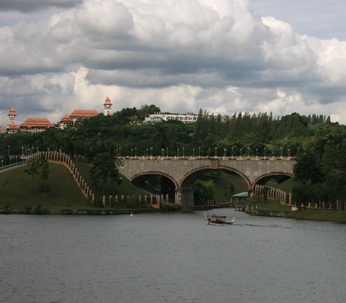 The Istana,the bridge and the lake..