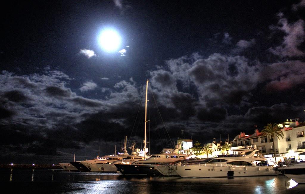 Front desk hotel pyr marbella puerto banus marbella - Jacks smokehouse puerto banus ...