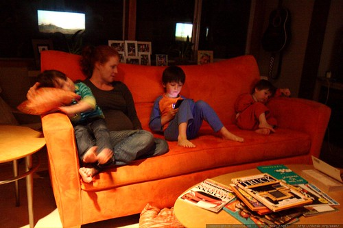 kids winding down after a long hard day    MG 1012
