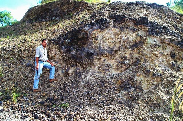 Hyaloclastite, Saru Shoshonite, disused quarry on road to Abatha, Lautoka