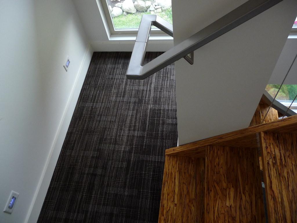 Modern carpet on stair landings P1020063
