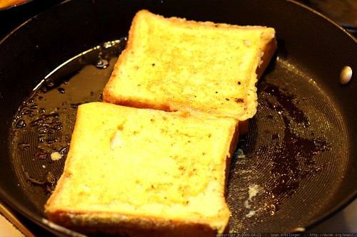 french toast in the pan    MG 1665