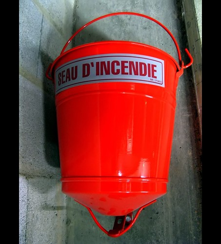 seau d'incendie (in case of fire)