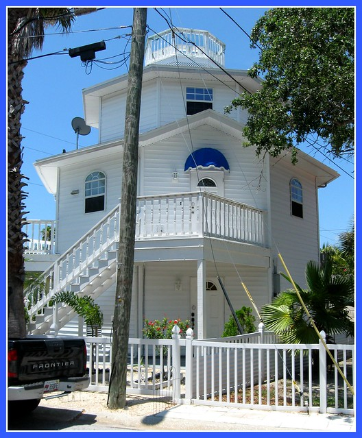 Do you live in a 3 story hexagonal beach house flickr for Three story beach house
