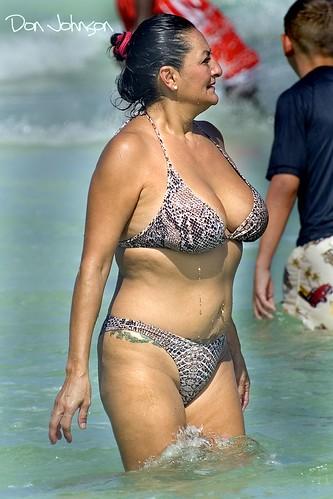 siesta key beach siestakeybeach bikini milfy milfybreasts hotmilfy cutemilfy sexymilfy mommy