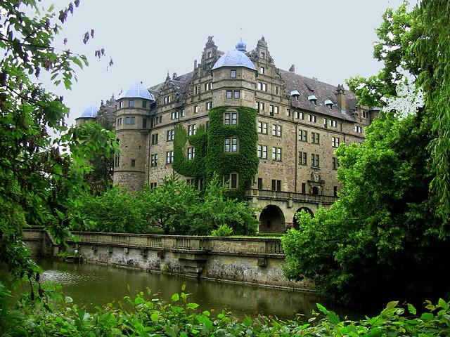 Schloss Neuenstein, Westfassade mit See 13-12