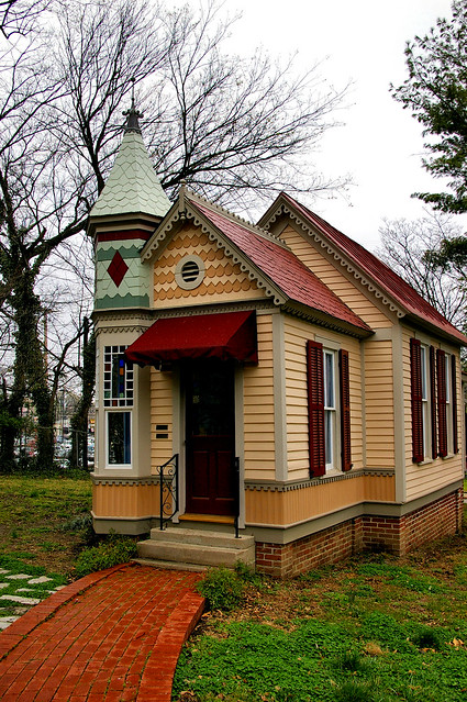 Victorian playhouse also located behind the woodruff for Victorian playhouse