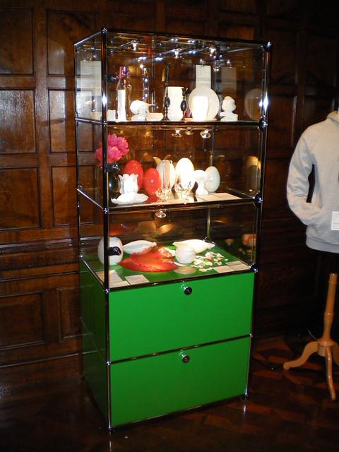 Usm haller vitrine at cooper hewitt national design museum - Usm vitrine ...