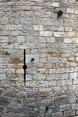 Château de Dourdan: meurtrière de la tour des Chauffeurs