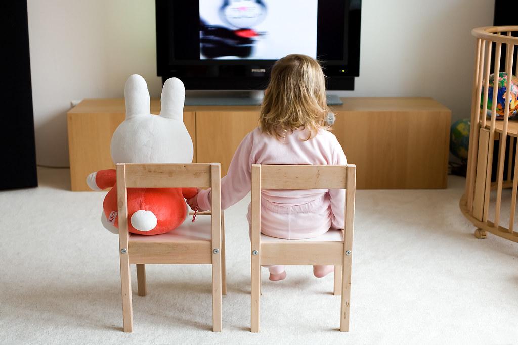 Hand in hand TV kijken