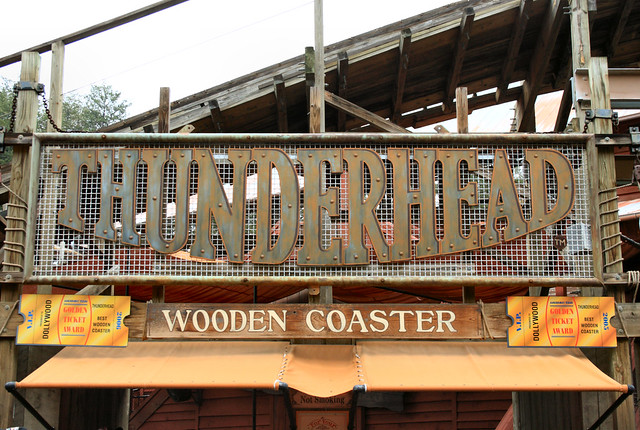 dollywoods 65 mph wooden roller coaster