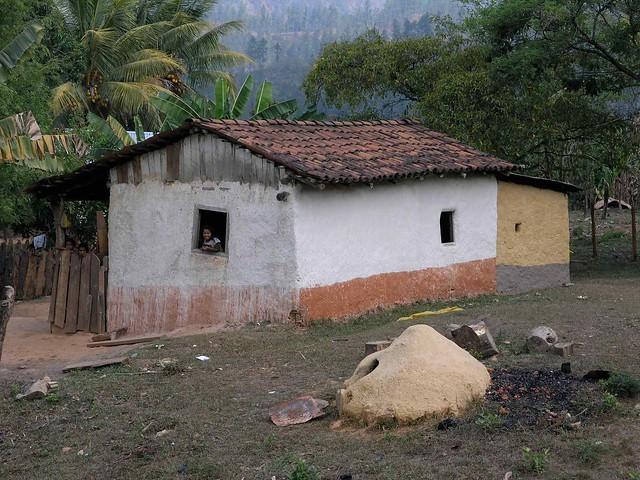 House with bread oven in front casa con horno para pan - Horno para casa ...