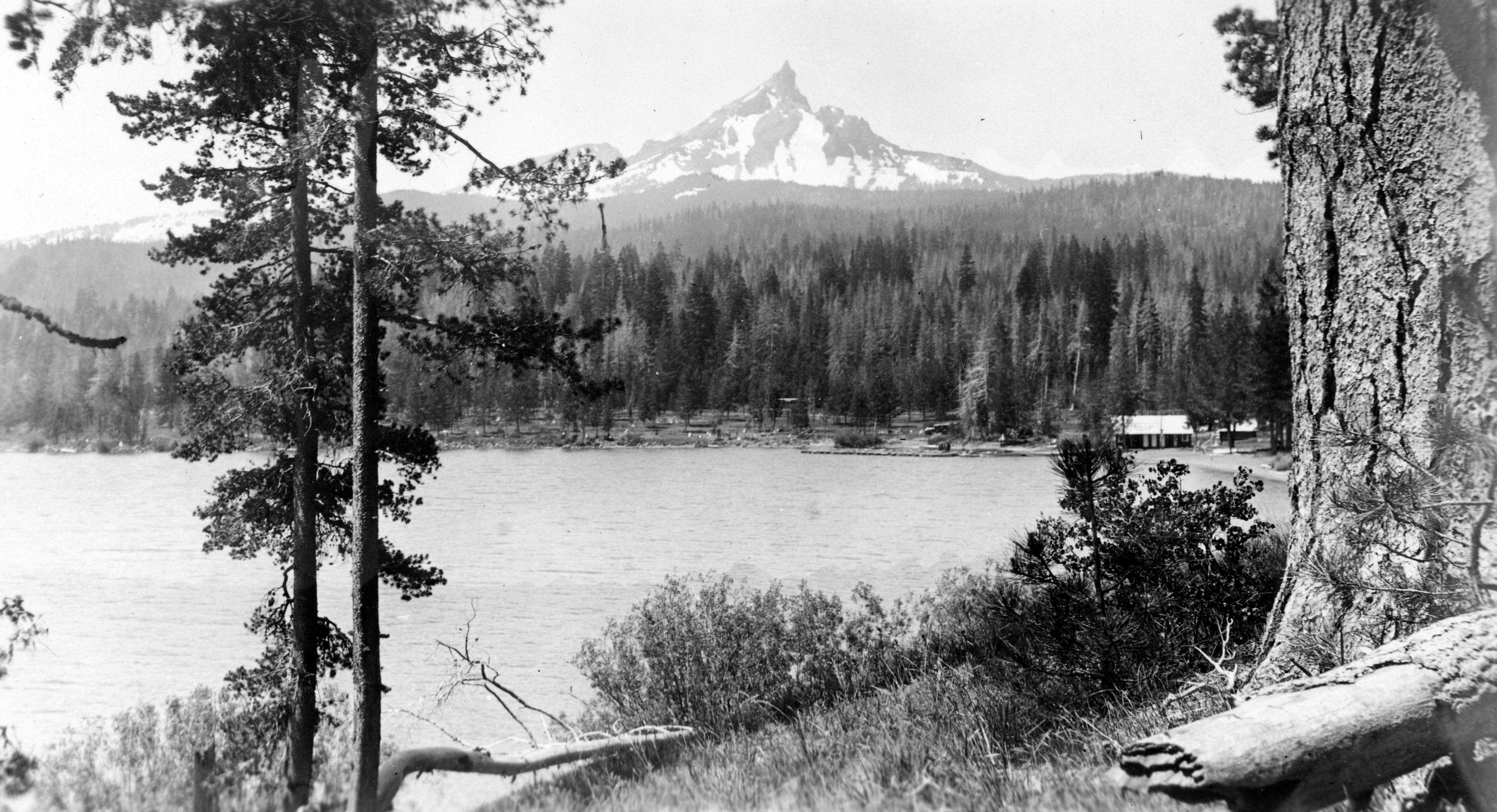 Diamond Lake with Mt. Thielsen in the distance