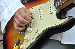 slide guitar(0.0), acoustic guitar(0.0), acoustic-electric guitar(0.0), bassist(1.0), string instrument(1.0), guitarist(1.0), guitar(1.0), electric guitar(1.0), jazz guitarist(1.0), bass guitar(1.0), string instrument(1.0),