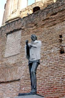 Estatua Agustín Lara 의 이미지. madrid street plaza calle estatua lavapiés uned escuelaspías