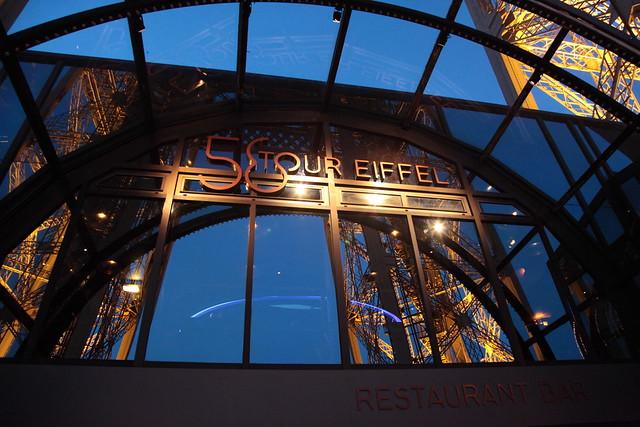 La tour eiffel au soir la torre eiffel al atardecer eiffel tower at dusk - 58 tour eiffel restaurant ...